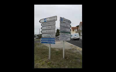 Les bonnes pratiques pour la lisibilité de la signalisation routière : ce qu'il ne faut pas faire.