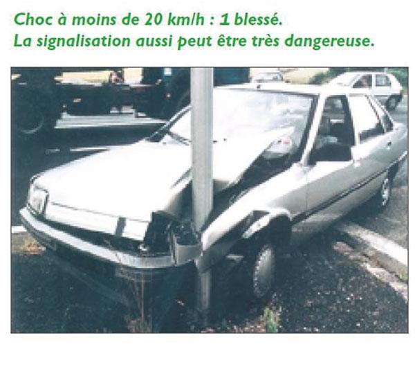 Accident provoqué par une signalisation non conforme.